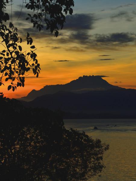 マレーシアスパ キナバル山