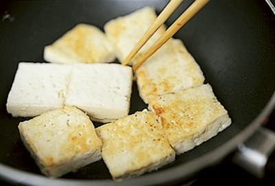豆腐の実力 豆腐とトマトの炒め物 焼く