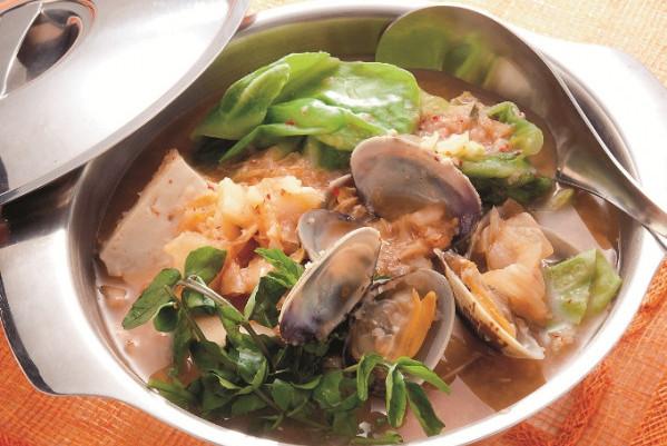 第3章 ミラクル免疫力をつけて、老けない食べ方/レシピ11:アサリと豆腐の味噌キムチ鍋風