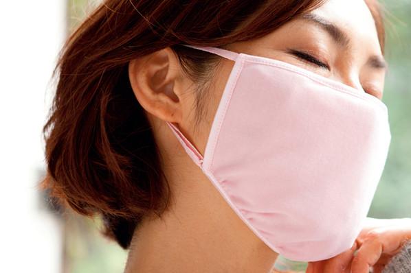 肌にも喉にも優しいシルクのおやすみマスク