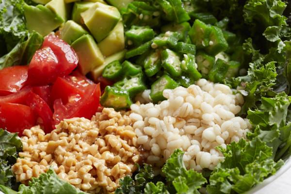 食物繊維豊富な「もち麦」で手軽に! 料理家 ×女医の美腸・美肌レシピ