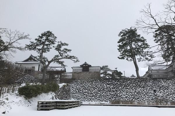 加賀藩主の愛した庭 金沢城公園にある玉泉院丸庭園へ