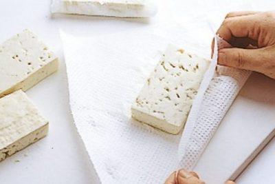 豆腐の実力 水気をふく