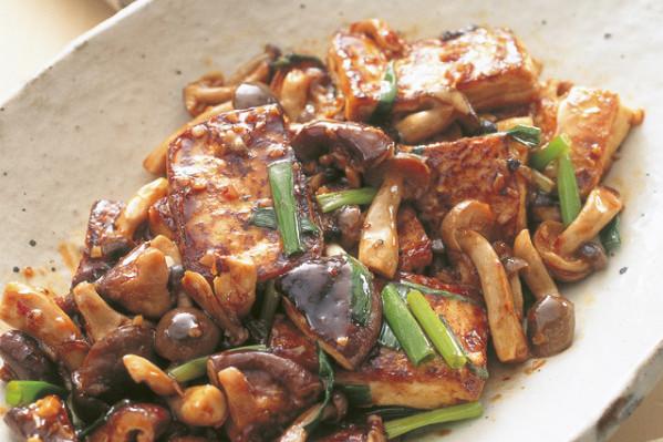 今日のメイン料理はこれで決まり! 豆腐のおかず⑲豆腐ときのこの中華風香味炒め