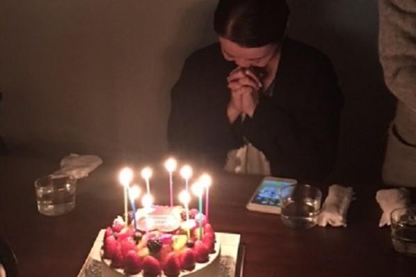 50歳のお誕生会は、シルクワンピースにピンクのルージュ、ローズの香りで。
