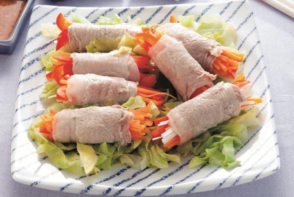 第3章 ミラクル免疫力をつけて、老けない食べ方/レシピ54:豚もも薄切り肉の野菜巻き蒸し 塩麹だれを添えて
