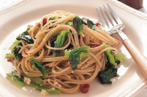 第3章 ミラクル免疫力をつけて、老けない食べ方/レシピ49:全粒粉パスタと小松菜のペペロンチーノ