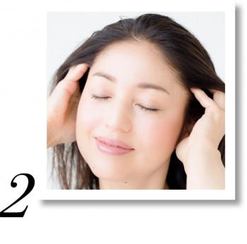 指を頭皮にしっかり当て、上下・左右に動かしてほぐしたら、指の腹で頭皮を押します