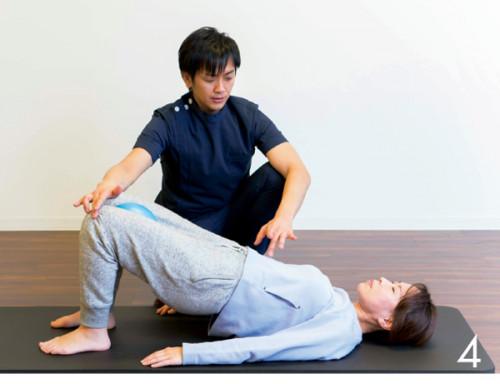 4.呼吸法を指導。イン ナーマッスルが鍛えられ姿勢がくずれにく くなる効果が。