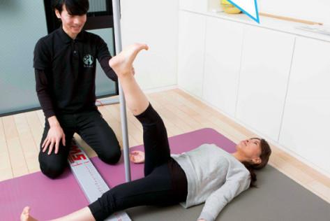 姿勢を直す!㉑/猫背改善専門のトレーナーが指導