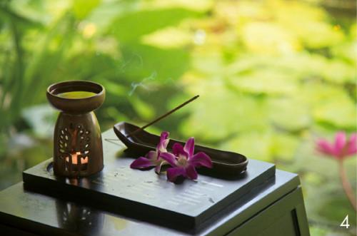 4.アロマカレ ンダーに沿って、毎日違う香り が室内に焚かれます。