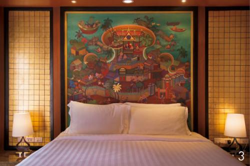 3.ゴールドの装飾でゴージャス なベッドルーム。