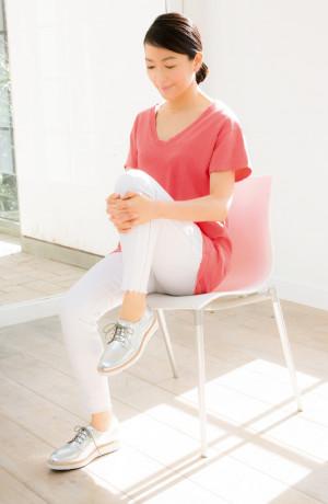 Tシャツ¥15,000・パンツ¥45,000/東レ・ディプロモード(ジョーズ) ネックレス¥36,000/A&S lnc(. アガット) 靴¥12,000/カルネ(ダニエラ&ジェマ)