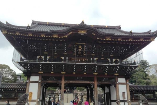 海老蔵さんゆかりの成田山新勝寺へ開運祈願に