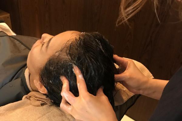 「オージュア」のヘッドスパでフェイスラインがリフトアップ、髪もツヤツヤ!