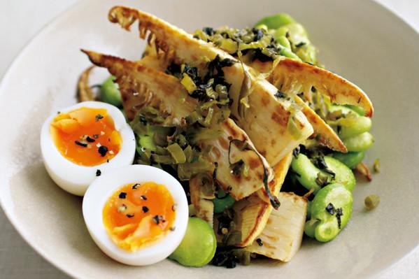 ウー・ウェンさんの素材を生かすシンプルサラダ④ 焼きたけのこと蒸しそら豆のサラダ【from eclat】