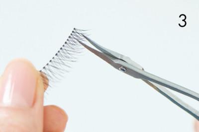 つけまつ毛の幅が長すぎる場合は、目頭側をカットして自分の目の幅に合わせましょう。幅の長さに問題がなければ、そのままでOK!