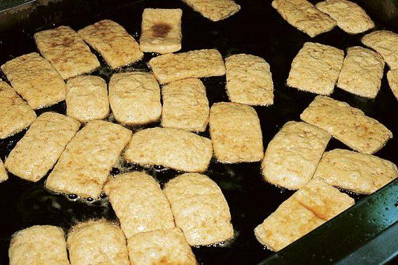 【豆腐の仲間】③おなじみの常備品「油揚げ」はどうやって作るの?