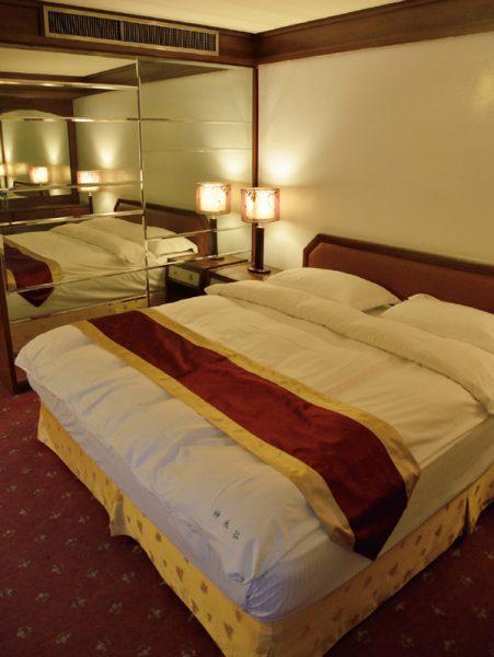 假期大飯店 スイートルーム ベッド