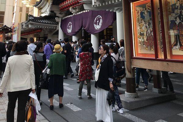 久しぶりの歌舞伎は、少しきれいめの装いで