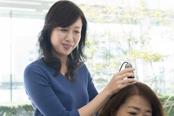 あなたの頭皮の硬さがわかる! 毛髪診断士が教える「薄毛防止ケア」とは?