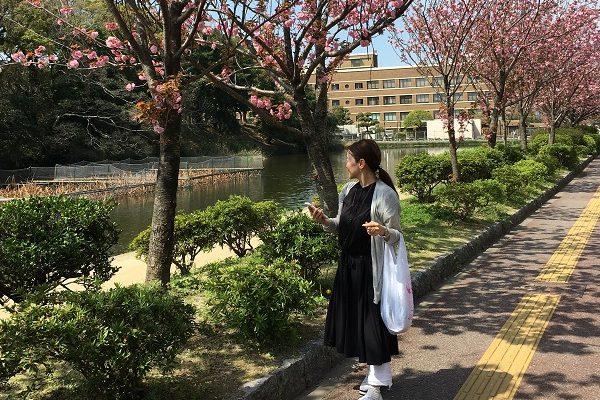 昼夜の寒暖差が激しい春の福岡では、軽いローブが大活躍でした。