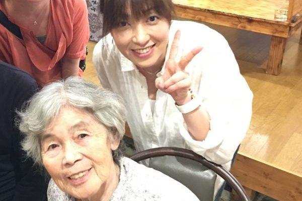 90歳の自撮りフォトグラファー「西本喜美子」さんを生み出したカメラ塾へ