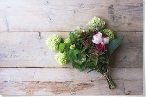 羽田美智子さんの「花を生ける暮らし」/増田由希子流アレンジ2:初夏の庭をイメージしたブーケ