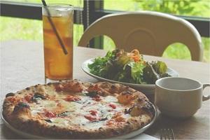 植物園の緑に包まれたピッツェリア  IN THE GREEN