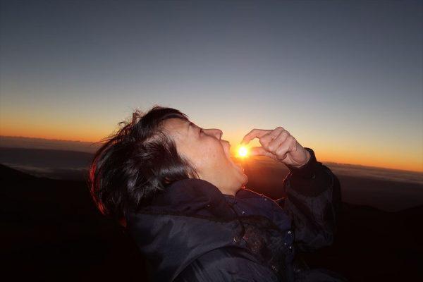 マウナケア山頂から見たご来光に涙 人生初のご来光をハワイで見られるなんて!