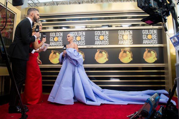 まさに女神!ゴールデン・グローブ賞に登場したレディー・ガガのドレスは…