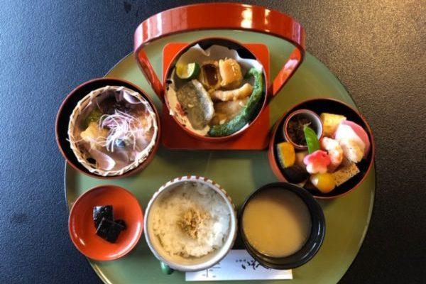 二条城にある非公開の「香雲亭」で1日限定68名の京料理をいただきました