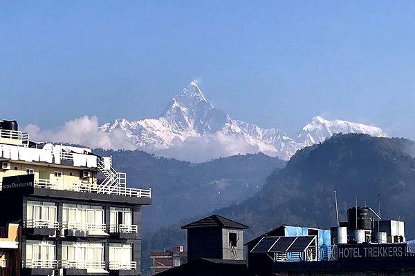 ネパールのポカラ。朝起きると、窓からアンナプルナ、聖山マチャプチャレが綺麗に見えて……