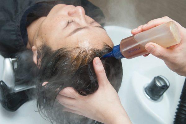 白髪にならないための最新サロンケア/「黒髪コース」が人気のヘッドスパ専門店