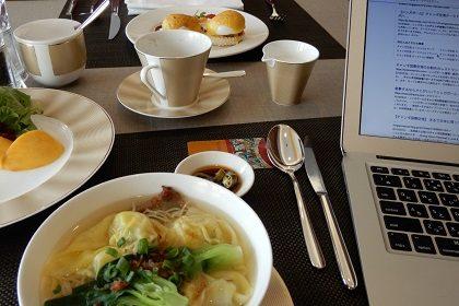 シンガポールの5ツ星ホテルで、国際ビジネスマンな気分
