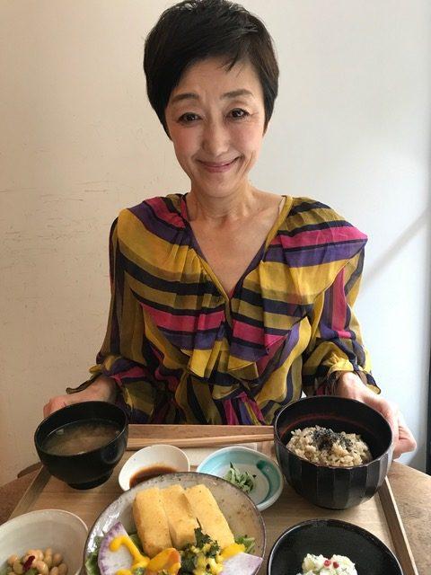 美容家、オーガニックスペシャリストの吉川千明さんと表参道のベジレストラン「ブラウンライス」のランチ