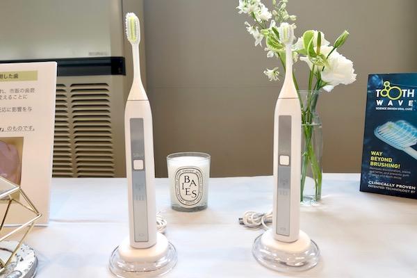 まったく新しい歯ブラシが登場!「ラジオ波」の化学反応で歯を白くする理論とは?