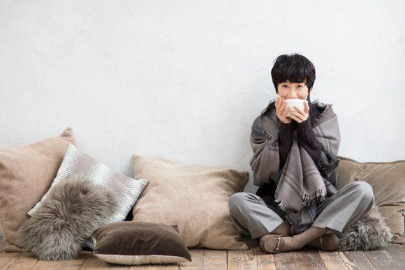 黒田知永子さんが着る、キャラメル色の冬