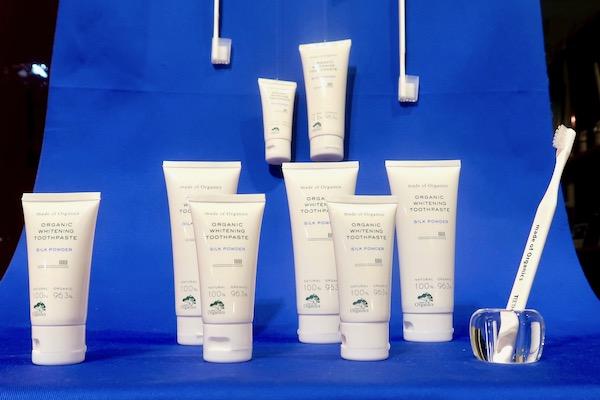 エナメル質を傷つけない、最新「研磨剤フリー」歯磨き粉でホワイトニング