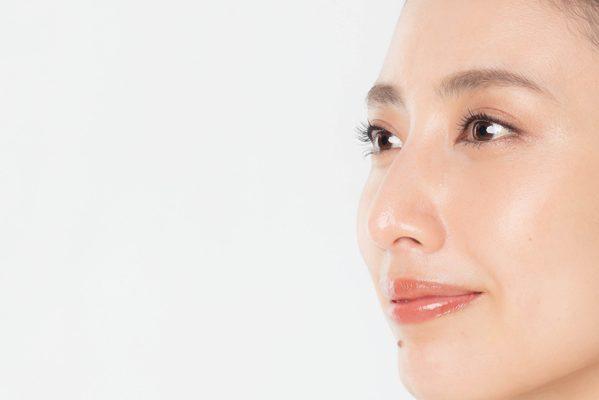 平均年齢48歳、1000人にアンケート「顔たるみ」でいちばん気になる部位は?