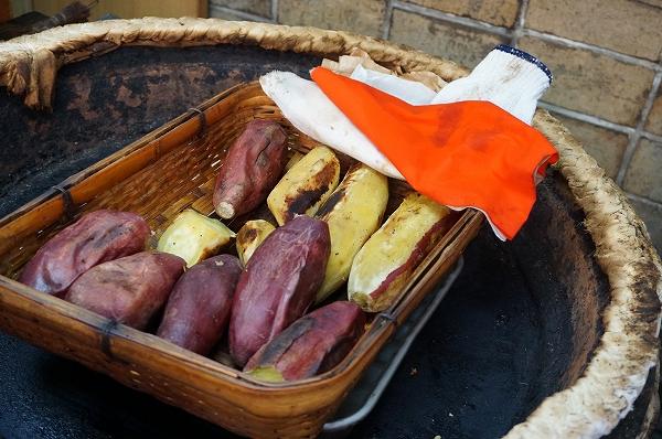 自然の甘味に舌鼓。昔ながらの芋屋さんの焼き芋  「いなりのいもや こにしいも」