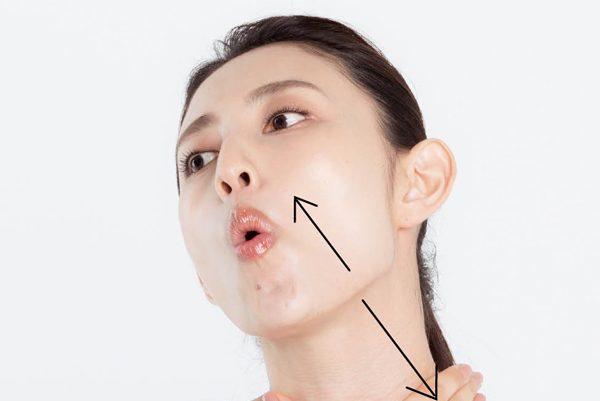 「ほうれい線」を薄くする〈首伸ばし〉と〈耳の後ろ伸ばし〉とは?/フェイストレーナー木村祐介さん伝授⑥