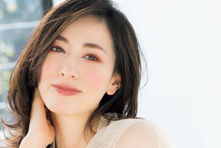大人の幸せ顔は彩度の高いバラ色「アイメイク」で/千吉良恵子さん