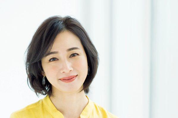 モデル竹中友紀子さんの「ふわボブ」アレンジ/②ストレート感を出した、ふわっとボブ