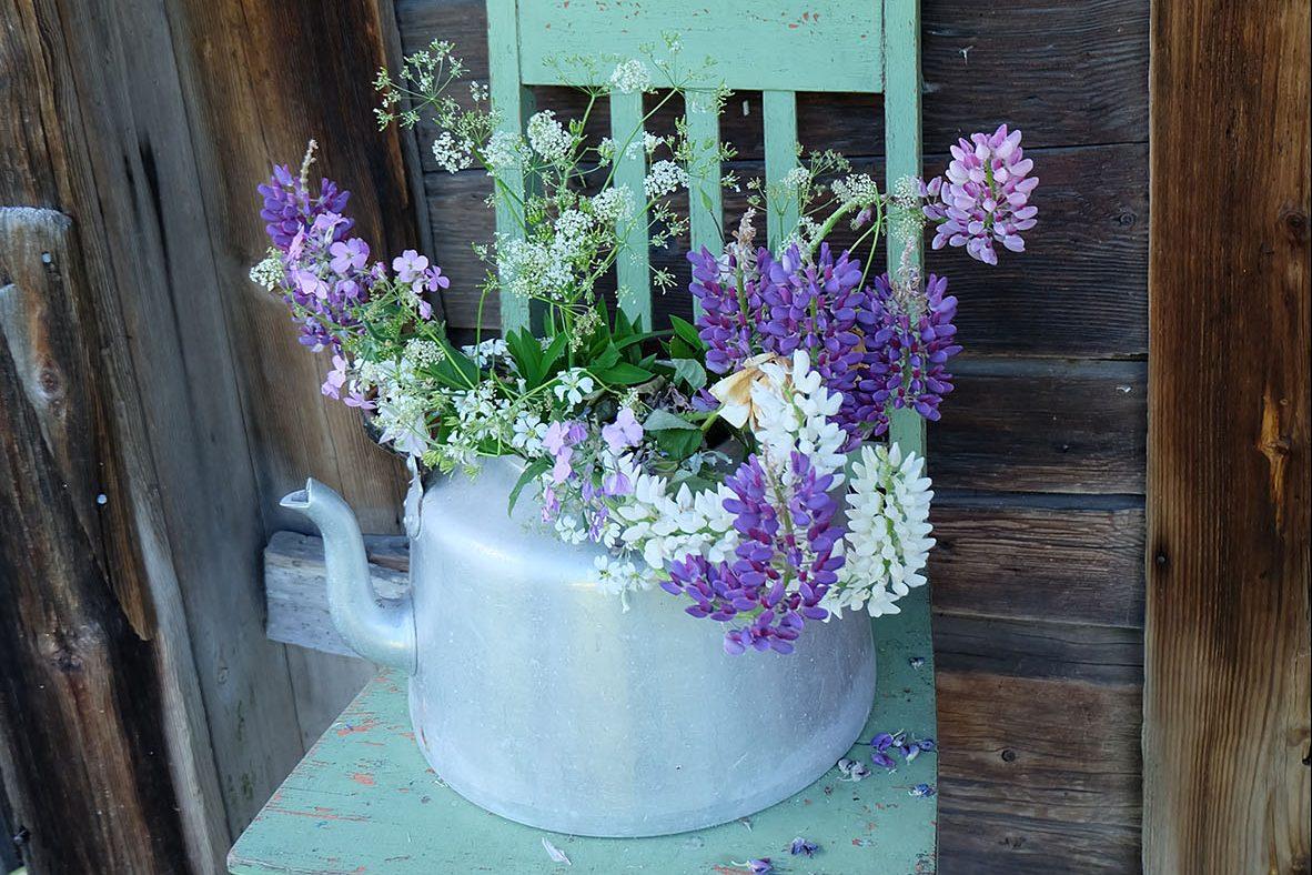 古道具も花器にするのが北欧風?