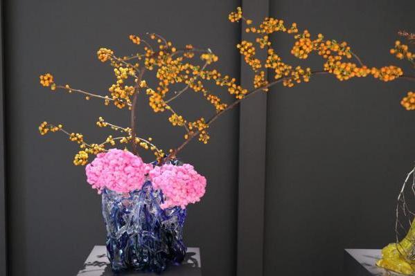 ニューノーマルな閉塞感が漂う今こそ美しい花や花器を愛で愉しみたい