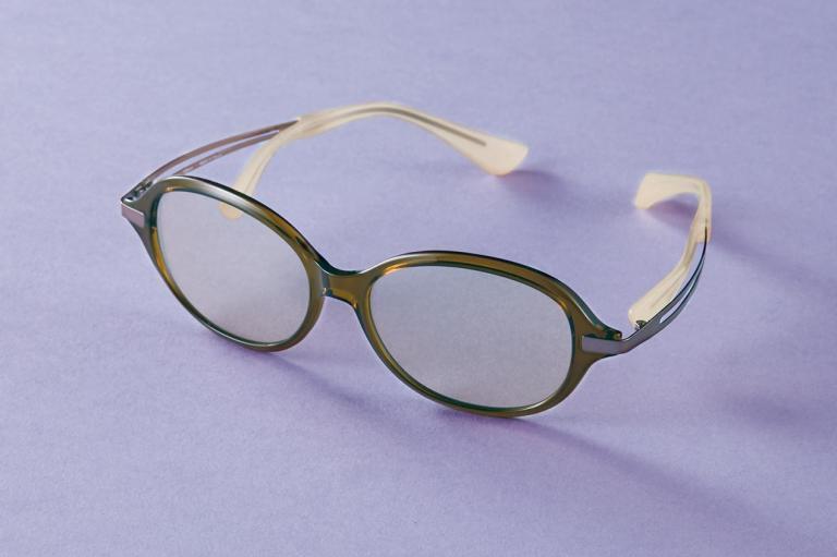 鼻パッドのないサングラスでストレスなし! 快適に目の紫外線対策を/シャルマン Choco Sun