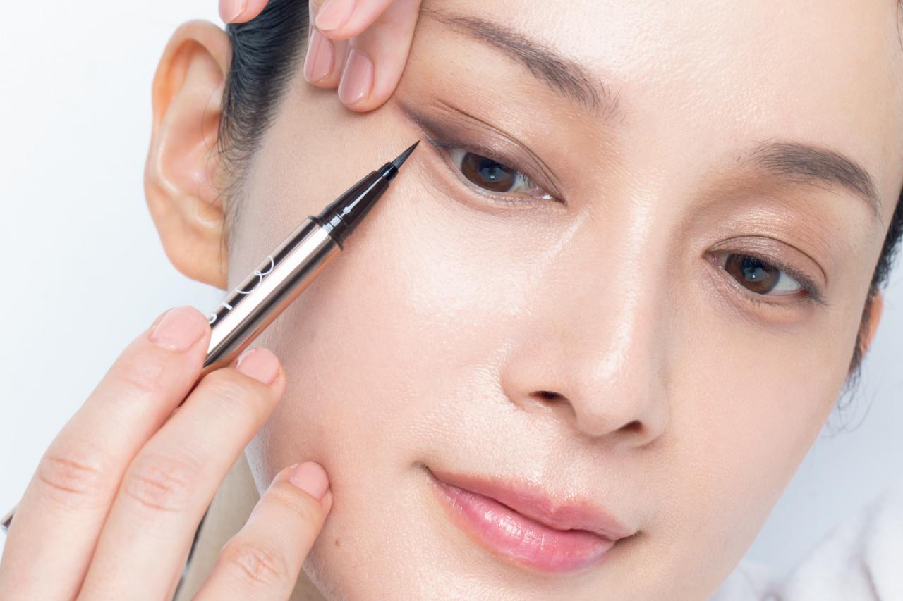 ぼんやりしてきた目のフレームはビューラーやリキッドライナーでまつ毛を増毛して見せる/AYA流「目もと印象」強化塾⑤