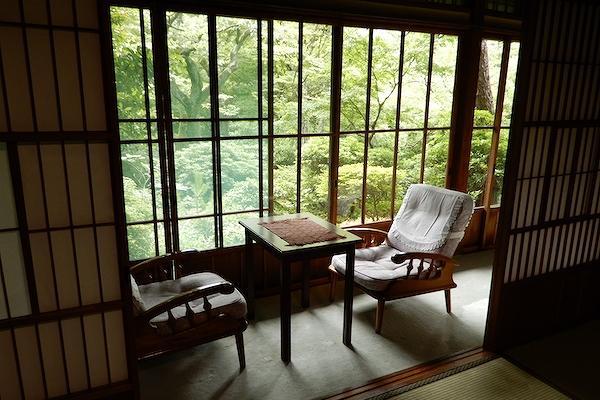 近場で大人の親子旅、 庭園自慢の温泉旅館