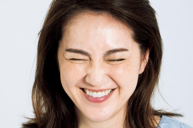 表情、姿勢、食べ物で肌の修復をサポートすればシワは改善できる!